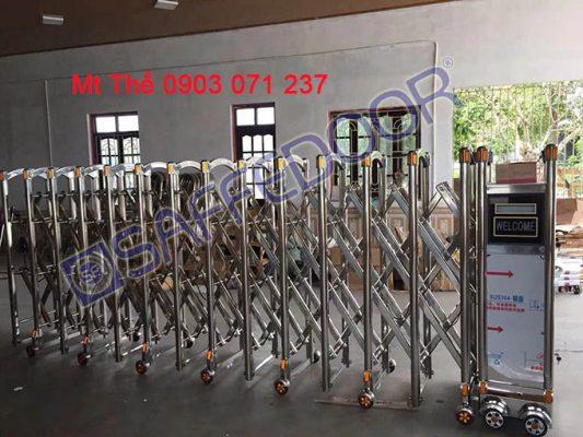 cổng xếp inox